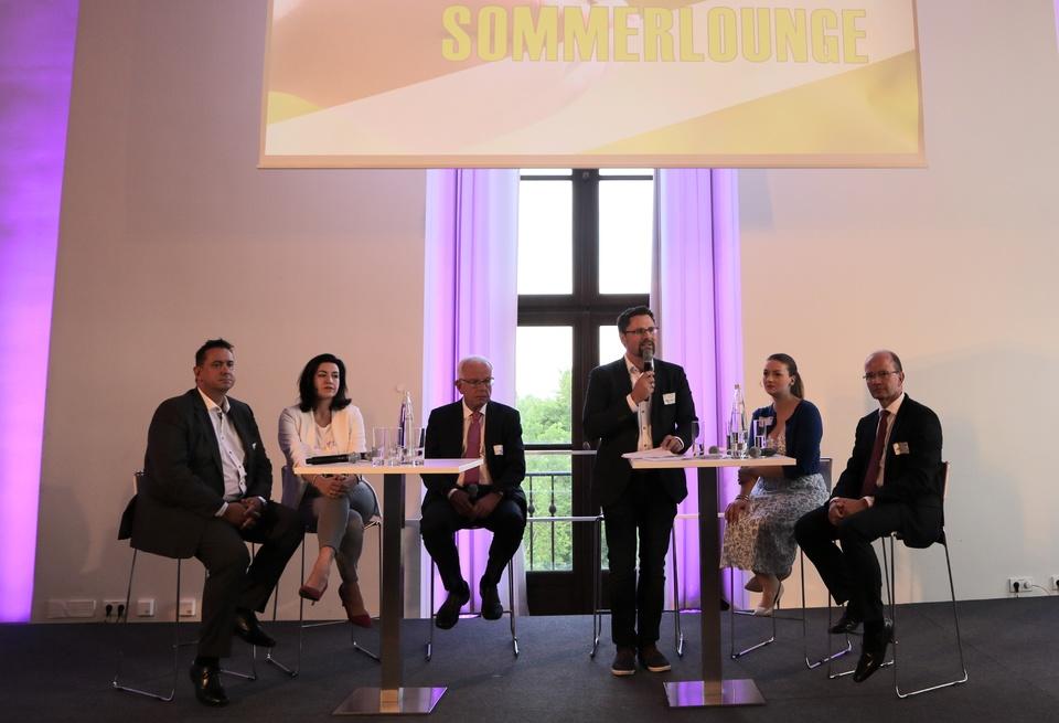 Die Talkrunde v.l.: Dr. Timo Renz, Dorothee Bär, Thomas Kreuzer, Dr. Gerhard Hopp, Judith Gerlach und Jürgen Biffar