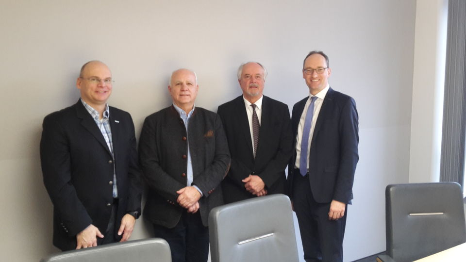 v.li.: der regionalen Vorstandsbeauftragten der KVB für Oberfranken, Augenarzt Dr. Peter Heinz, Dr. Pedro Schmelz, Dr. Wolfgang Krombholz und Bernhard Seidenath. Foto: CSU-Fraktion