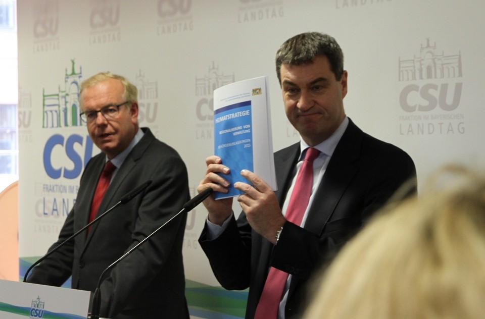 Heimatminister Dr. Markus Söder beim Pressestatement mit dem Fraktionsvorsitzenden Thomas Kreuzer.