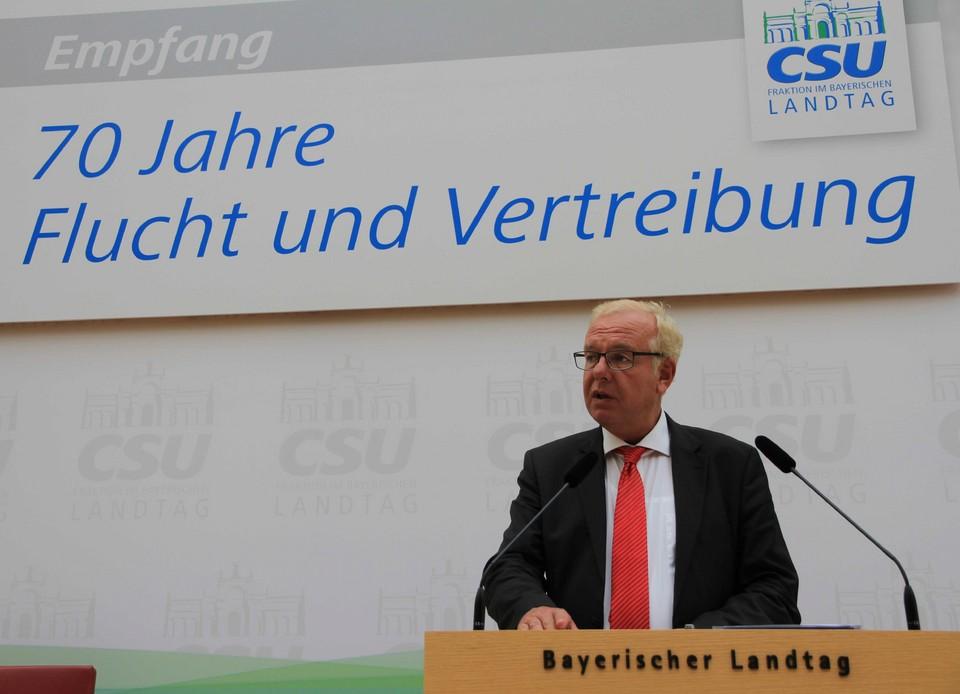 Fraktionsvorsitzender Thomas Kreuzer begrüßte die rund 400 Gäste im Plenarsaal.